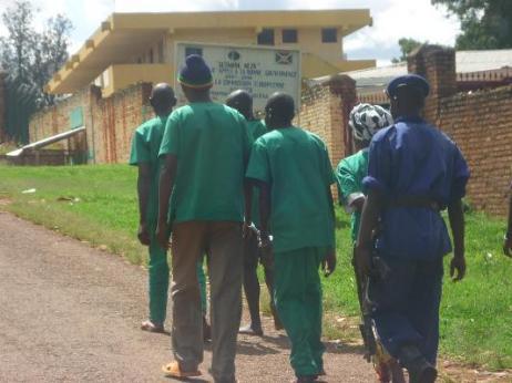 bdi_burundi_escorte-dee-detenus_resized